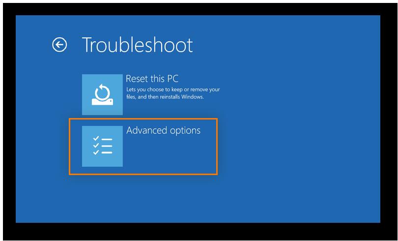 Cómo abrir el menú Opciones Avanzadas durante el reinicio de Windows para reiniciar el equipo en modo seguro con funciones de red.
